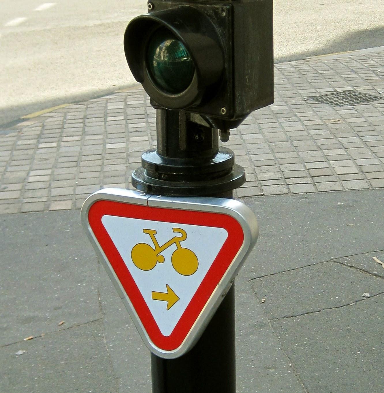 Panneau tourne à droite cycliste